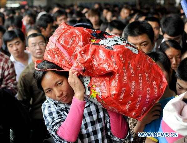 More Passengers On The Way On Labor Day Holiday China Org Cn