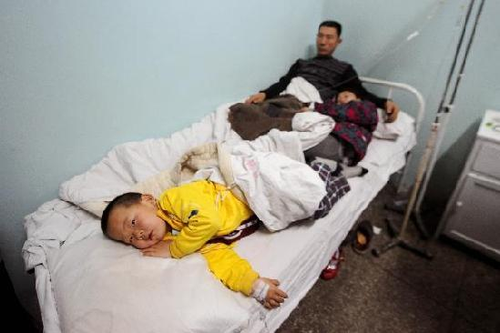People who show symptom of food poisoning receive medical treatment in a hospital in Datong, north China's Shanxi Province, May 2, 2011. [Photo/Xinhua]