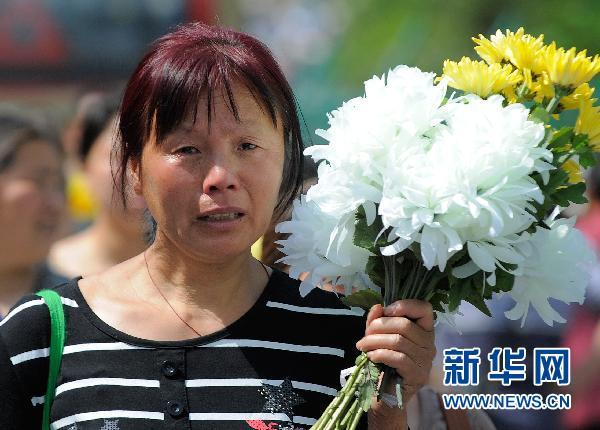 Families of victims gathered at a public ceremony in Beichuan, Sichuan Province, on May 12, 2011 to remember the victims of the Sichuan earthquake three years ago. 2011年5月12日四川省北川县举行公祭活动,纪念三年四大地震中的遇难者。