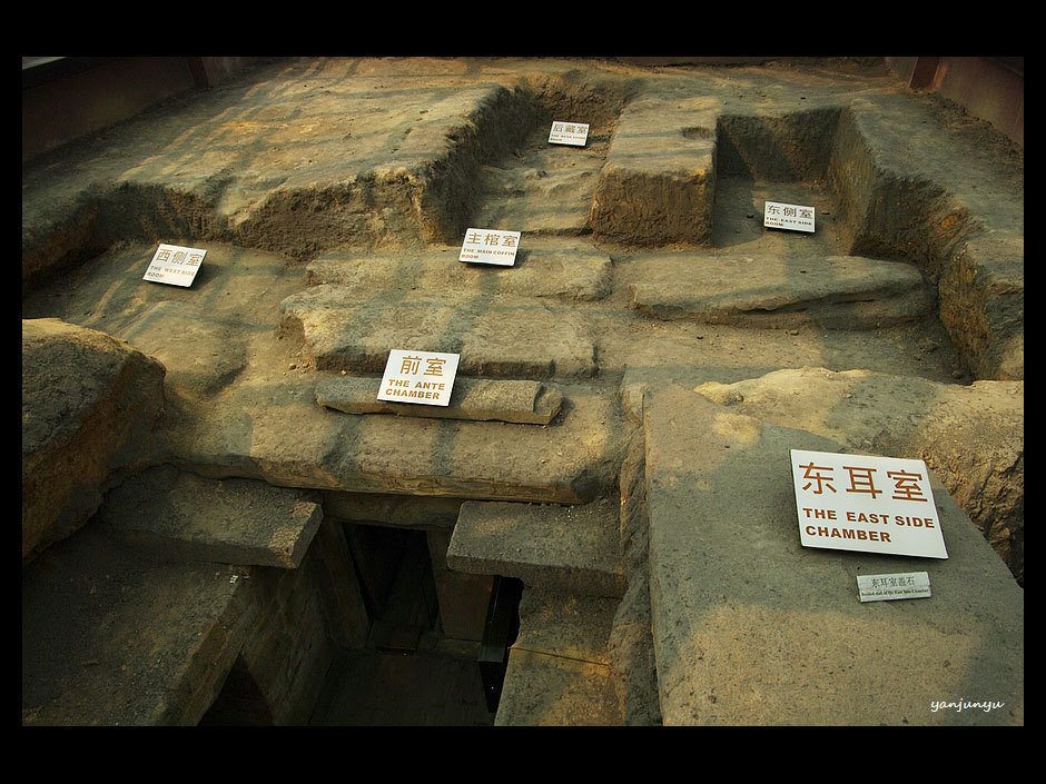 mausoleum architecture in han dynasty Qin dynasty art and culture chinese terracotta warriors in qin shihuang mausoleum a popular revolt broke out which led to the start of the era of han dynasty art.