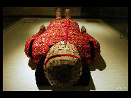 The Nanyue King's Tomb Museum is well known for its elegant Han Dynasty (206 B.C.-24 A.D.) architecture, and showcases Guangzhou's near 2,000-year history. Belonging to the second king of Nanyue Zhao Mo, the tomb was discovered in 1983 and opened to the public in 1988.[yanjunyu/bbs.fengniao]