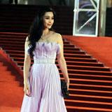 Stars brave rain at Shanghai film festival