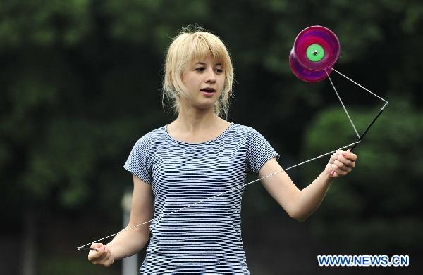 Ukrainian girl Iryna plays a Chinese diabolo at Central China Normal University in Wuhan, capital of central China's Hubei Province, June 19, 2011. Iryna is an international student who came to study in China in 2008. She likes traditional Chinese sports and wishes that she could introduce some Chinese sports to Ukrainian children. [Zheng Wenjun/Xinhua]
