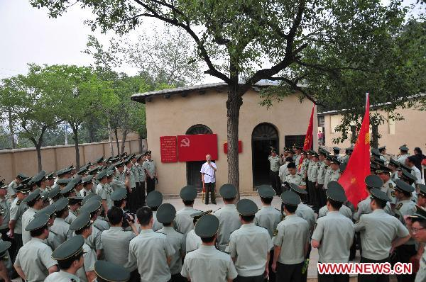 A group of policemen visit the site of the Second Plenary Session of the 7th Communist Party of China Central Committee at Xibaipo, a village in north China's Hebei Province, June 14, 2011. [Xinhua/Ding Lixin]