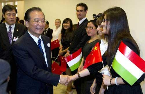 Chinese Premier Wen Jiabao (L front) shakes hands with students and teachers at the Eotvos Lorand University in Budapest, Hungary, June 24, 2011. [Xinhua/Huang Jingwen]