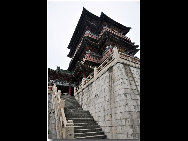 Located in the northwest of the city of Nanchang, Jiangxi Province and on the east bank of the Gan River, Tengwang Pavilion (The Pavilion of Prince Teng) is one of the Four Great Towers of China. It has been destroyed and rebuilt many times over its history. The present building was rebuilt in 1989 on the original site. It is 57.5 meters tall and has nine floors. The building has a total floor area of 13,000 square meters. [白色恶魔/bbs.fengniao]