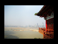 Located in the northwest of the city of Nanchang, Jiangxi Province and on the east bank of the Gan River, Tengwang Pavilion (The Pavilion of Prince Teng) is one of the Four Great Towers of China. It has been destroyed and rebuilt many times over its history. The present building was rebuilt in 1989 on the original site. It is 57.5 meters tall and has nine floors. The building has a total floor area of 13,000 square meters.  [hndfww/bbs.fengniao]