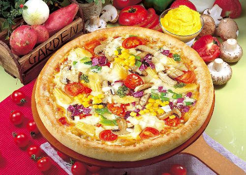 Pizza, one of the 'Top 10 most popular foods in the world' by China.org.cn.