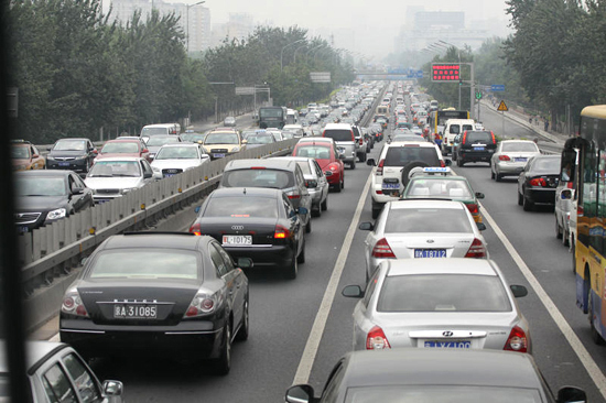 3850 People in Beijing spend 38 minutes on average to get to work under normal traffic conditions, the longest among 50 mainland cities, according to a report released by the Chinese Academy of Sciences last week. 