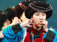 Yunnan ethnic group play folk music in Beijing