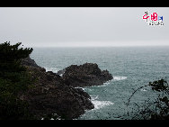 The coastline of Sogwip'O, at the southern tip of Jeju Island, South Korea. [François Chen / China.org.cn]