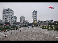 Located in the Ningbo City Center, Tianyi Square is the city's biggest square with an area of 193,000 square meters, 32 percent of which are the green belts. As the one-stop shopping, entertainment and commercial plaza, it is known as the 'Business Aircraft Carrier of Ningbo' and 'name card' of the city. [Cindy Chan/China.org.cn]