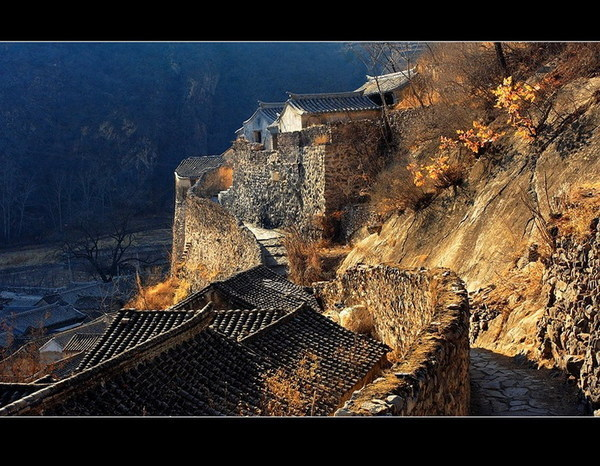 Only 60 km away from China's huge capital Beijing there is this lovely little village called Cuandixia. This village is known for its well preserved 689 Ming and Qing dynasty-style houses owned by 76 families. Photo by Wangjifeixia/Fengniao.com
