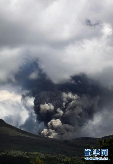 A volatile volcano in central Indonesia has unleashed its most powerful eruption, spewing hot ash and smoke thousands of meters into the air. Panicked villagers living nearby have rushed back to emergency shelters.
