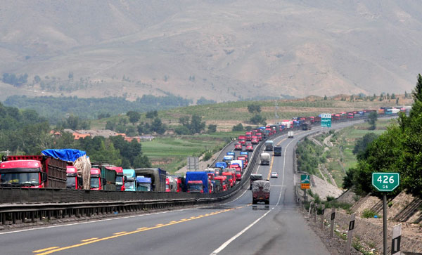 100-km traffic jam reappears on N  China highway - China org cn