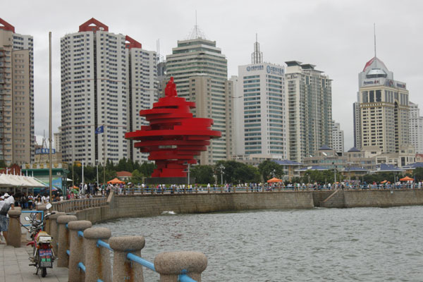 Qingdao, home to part of the 2008 Olympics, boasts a beautiful skyline along the coast. Even amid clouds and mist, the city has a certain charm to offer. [By Lauren Ratcliffe/China.org.cn]