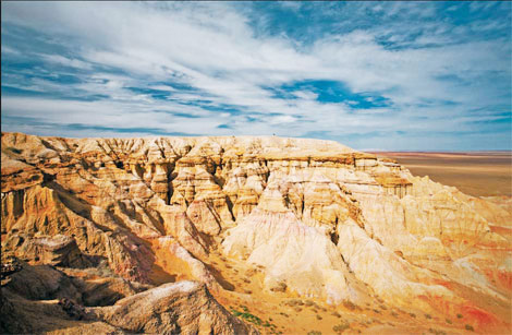 The flat-topped red cliffs of Bayanzag, in Mongolia's Gobi desert, is famous for dinosaur findings. Tuweimei / for China Daily