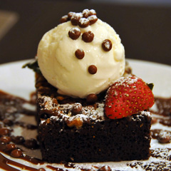 Brownie and vanilla ice cream, one of the top 50 world's most delicious foods by China.org.cn.
