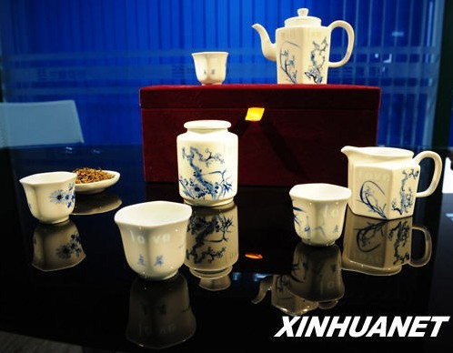 A snapshot of the tea set Chinese girl Zhu Xiaoju sent to the Prince William and Princess Kate Middleton for their wedding scheduled on April 29, 2011.[