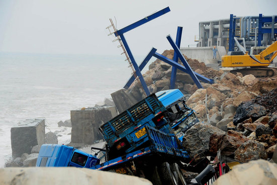 Chemical spill fear after dike breached - China org cn
