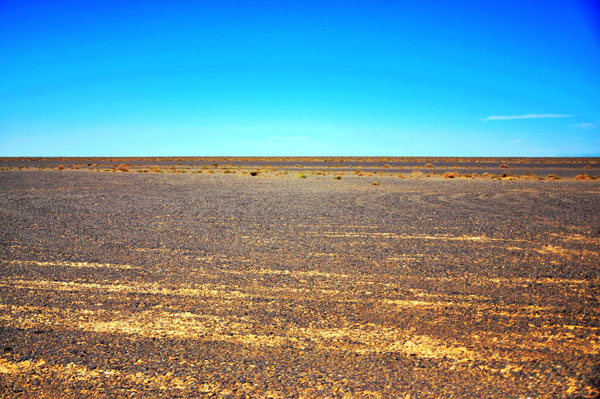 The Gobi Desert reaches the far horizon of the Ejina Banner. [Photo:CRIENGLISH.com]