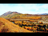 Located within the Kanas Lake scenic area in the north of Xinjiang, Hemu, one of the six most beautiful villages in China, is a rather primitive village. Here, visitors can enjoy the snow mountain, icy lake, grassland and primitive Tuwa minority village whom lived there thousand years.[/bbs.fengniao]