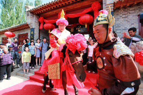 Western Xia wedding debuts in Yinchuan