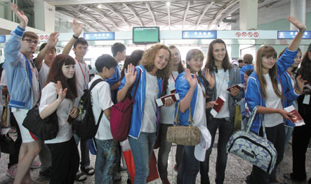 A group of 450 Russian teenagers concluded a 12-day summer camp in China on Wednesday.