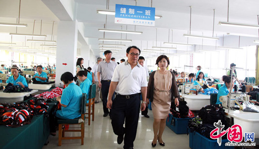 Huludao leaders inspect swimsuit companies