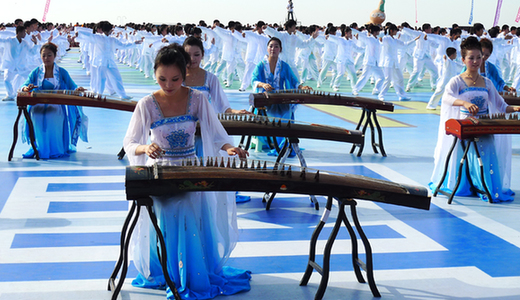 Taiji performance at Huludao beach