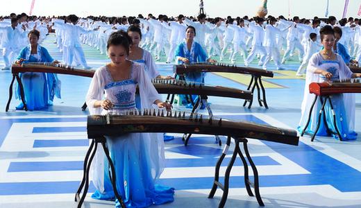 Taiji performance at Huludao beach