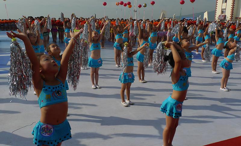 Bikini wearers create a new Guinness record in China's Huludao