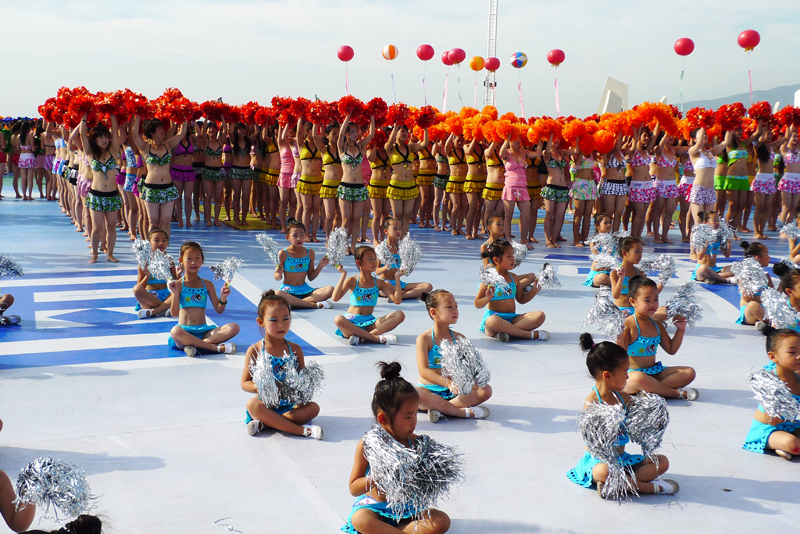 Bikini wearers create a new Guinness record in China's Huludao