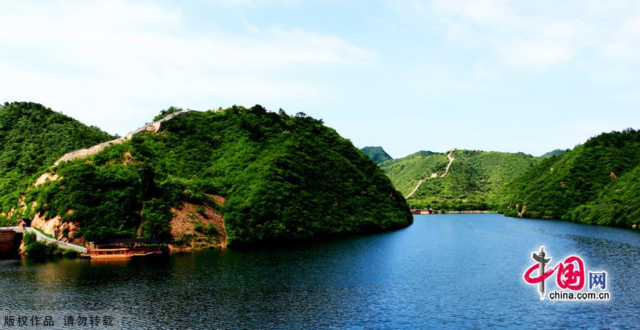 The Huanghuacheng Lakeside Great Wall Reserve, which is located in Huairou District of Beijing City, has the grandeur of the Great Wall as well as the stillness of Haoming Lake.This part of the Great Wall was the North Gate of ancient Beijing in the Ming Dynasty. Being divided by the lake, it became the only 'Great Wall in Water' in Beijing.The Huanghuacheng Lakeside Great Wall has been developed into a National 3A Scenery Site. [China.org.cn]