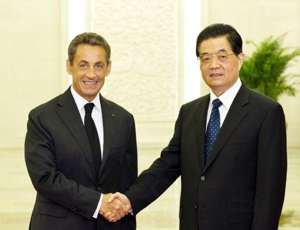 Chinese President Hu Jintao (R) meets with French President Nicolas Sarkozy in Beijing, capital of China, Aug. 25, 2011. [Xinhua]