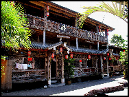 Tengchong in Baoshan, Yunnan, is located on the border with Myanmar. It was once a communications hub of the Silk Road. As a cultural and historical city, it is now a trading post for emerald. Tenchong is also well known for its hot sea and cluster of about 70 volcanoes. The hot sea is actually a group geothermal springs. They are not only a marvelous scenic area but also good for health and have been used as a sanitarium. [莫厘峰客/bbs.fengniao]