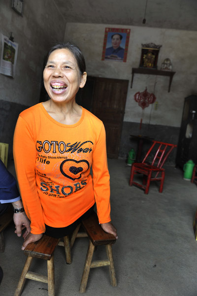 Xu Yuehua lost her legs in an accident at the age of 12 and volunteered to take care of orphans at a social welfare institution in Xiangtan, Hunan province. [Photo / China Daily]