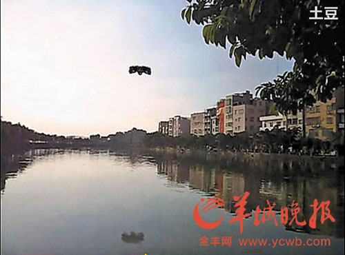 This photo shows the UFO in the video footage uploaded on August 30, 2011, hovering over a pond in Cencun, Guangdong province. [Photo: ycwb.com]