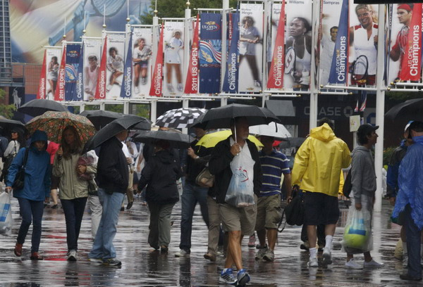 Foul weather sets up late schedule at US Open