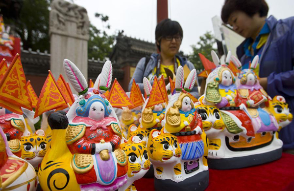 Citizens buy rabbit dolls at the Dongyue Temple in Beijing on Sept. 12, 2011, to celebrate the traditional Mid-autumn festival. Chinese people also have the tradition to eat mooncakes on the Mid-Autumn Festival.