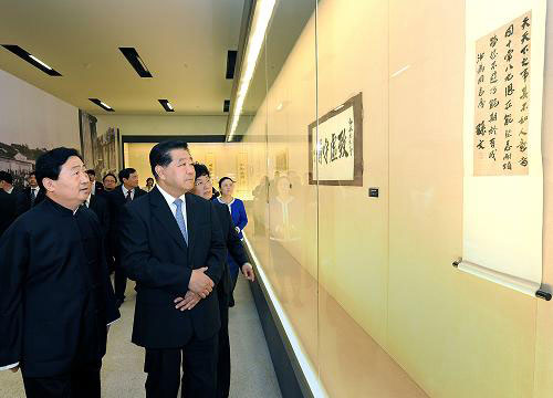 China's top political advisor Jia Qinglin (Front R) visits an exhibition featuring the calligraphy of key figures of the 1911 Revolution at the National Museum in Beijing on Wednesday, September 14, 2011. [Photo: Xinhua]