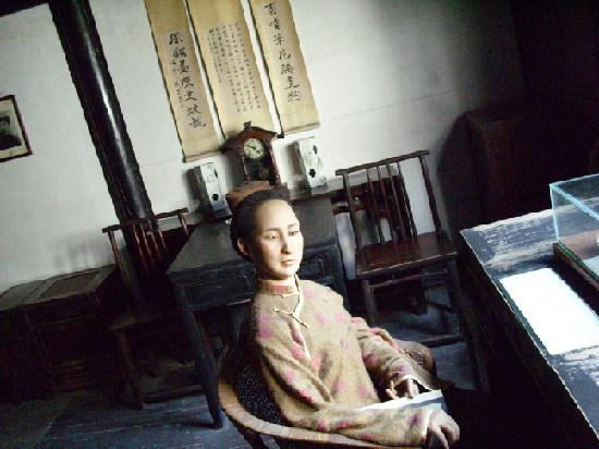 The wax statue of Qiujin.