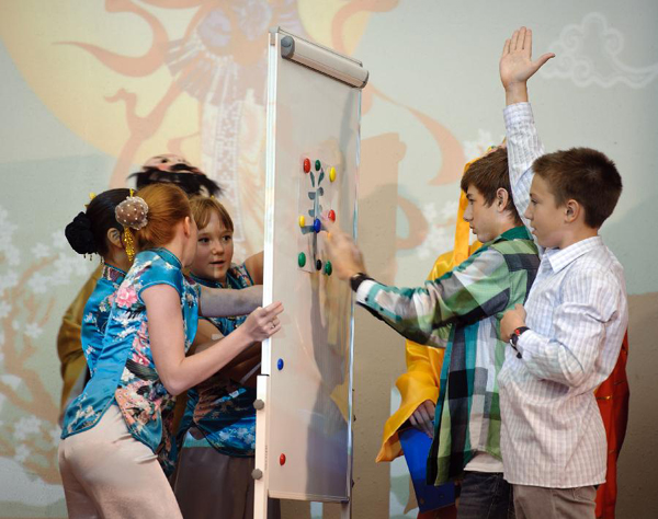 Students play games during a Chinese language culture festival in Moscow, Russia, Sept. 24, 2011. A Chinese language culture festival was held in the 1948 School in Moscow, attracting Chinese middle school students and pupils living in Moscow and Russian students who loved Chinese culture to attend.