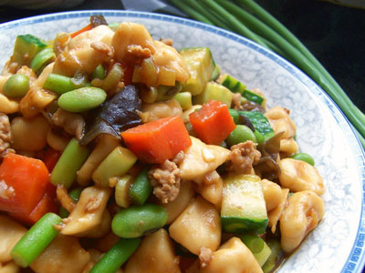 Stir-fried starch knots, one of the 'top 10 famous Beijing snacks' by China.org.cn.