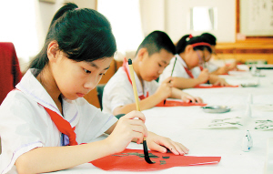 Students practices Chinese calligraphy in this file photo. A common worry is the perception that younger generations have forgotten how to write Chinese characters since they heavily use computers and mobile phones.