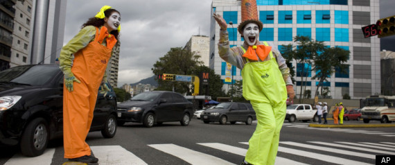 Mimes gesture as they stand in a crosswalk in Caracas, Venezuela, Friday Oct. 7, 2011. [Agencies]