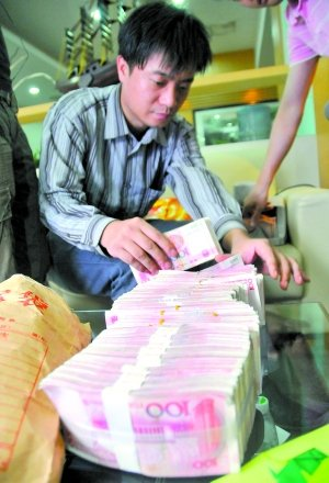 Wang Yue, 2, has received 270,000 yuan (US$42,320) of donations after two vans ran her over.