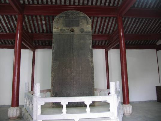 Cuan Longyan Stele, together with the Stele of Cuan Baozi, are called 'Two Cuans'.