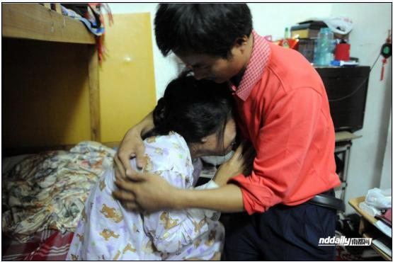 The Women Cried In The Hands Of Her Husband Photo Nddaily Com
