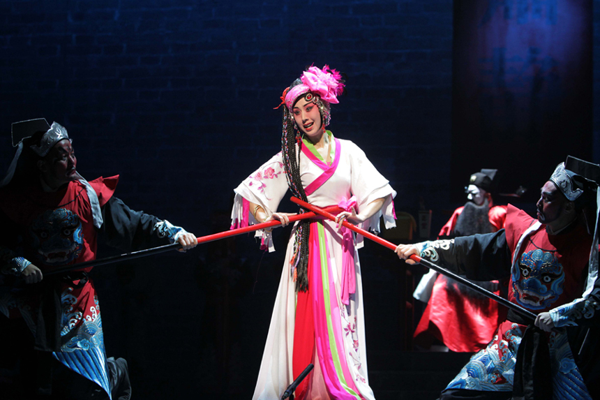 Photo taken on Nov. 13, 2011 shows a scene of the Peking Opera 'Notre Dame' at the Luojiashan Theater in Wuhan, capital of central China's Hubei Province.
